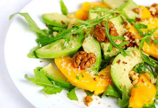 Avokado salotos receptai